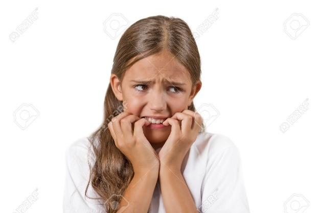 عادت ناخن جویدن و آسیب دندان